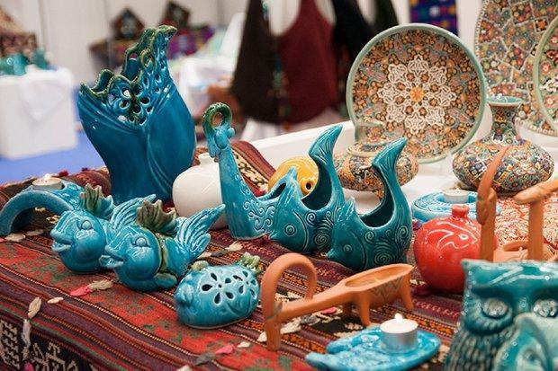 مجموعه ای از سوغات ایرانی در نمایشگاه قم، مشکل اسکان غرفه داران